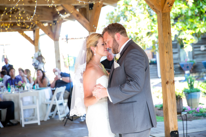 94-chapel-hill-carriage-house-wedding-photography-tiffany-l-johnson-559pp_w680_h453
